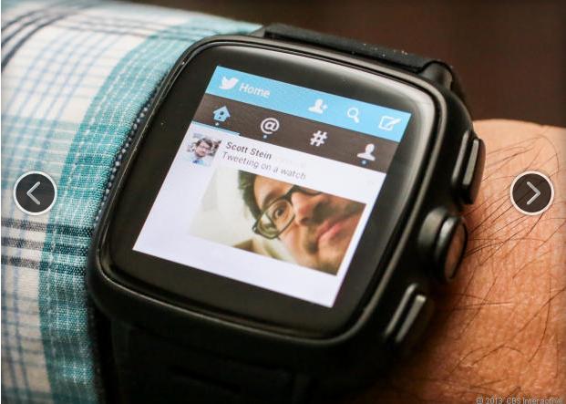 Bạn có thể sử dụng mạng xã hội Twitter thông qua ứng dụng của Twitter trên smartwatch này, tuy nhiên việc thao tác không hề thuận lợi tí nào.