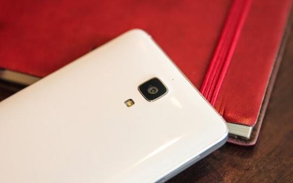 Công ty Xiaomi (Trung Quốc) vừa giới thiệu smartphone cao cấp Mi 4 ngày hôm qua, thiết bị này đặt trọng tâm vào thiết kế thẩm mỹ với khung kim loại chắc chắn nhưng cũng có hiệu suất cao với vi xử lý Snapdragon 801.