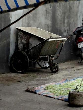 Xe chở rác chuyên dụng được cải tiến thành xe chuyên chở mứt