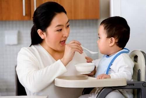 Trẻ còi xương ăn các món giàu can xi