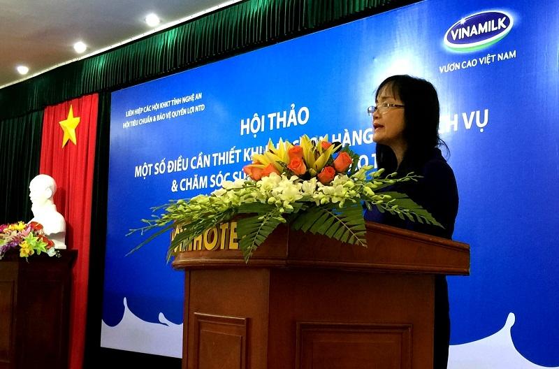 Bà Nguyễn Minh Tâm – Giám đốc chi nhánh Hà Nội, Vinamilk chia sẻ với người tiêu dùng Nghệ An những thông tin về công ty