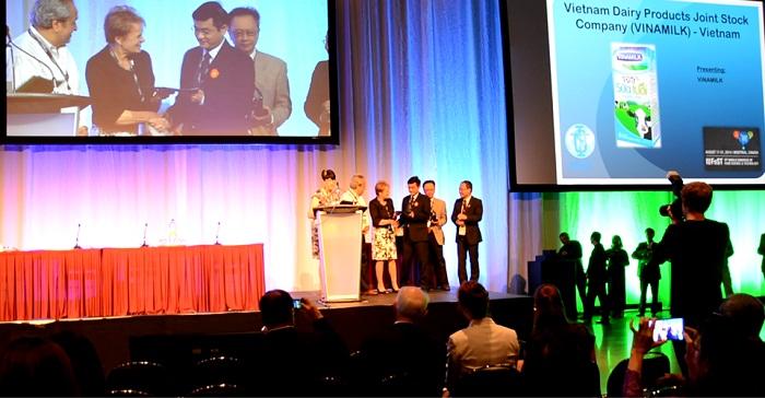 Trong tất cả đề cử tranh giải từ các nước trên thế giới, chỉ duy nhất Vinamilk đến từ Việt Nam là doanh nghiệp thuộc ngành sữa đoạt Giải thưởng Công nghiệp Thực phẩm toàn cầu IUFoST 2014 tại Montreal, Canada