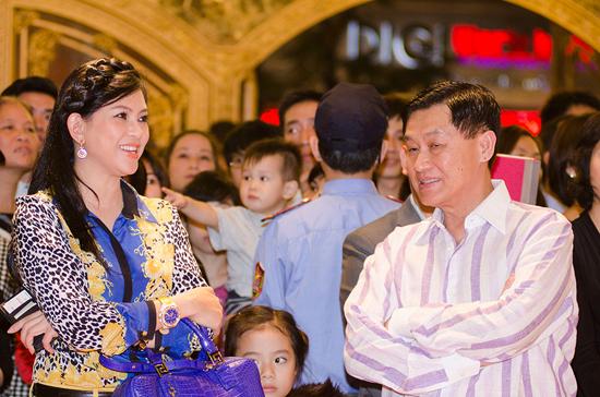 Chuyện tình của vợ chồng đại gia Hạnh Nguyễn có cái kết đẹp với một đám cưới toàn siêu xe