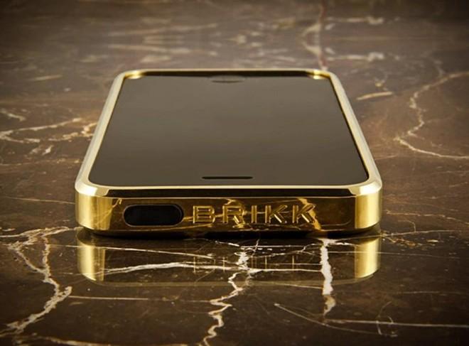Những chiếc vỏ iphone đắt giá nhất thế giới đều được chế tạo thủ công từ những chất liệu quý giá