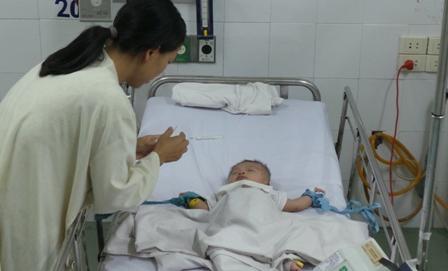 Bé Phát tại bệnh viện Nhi đồng I