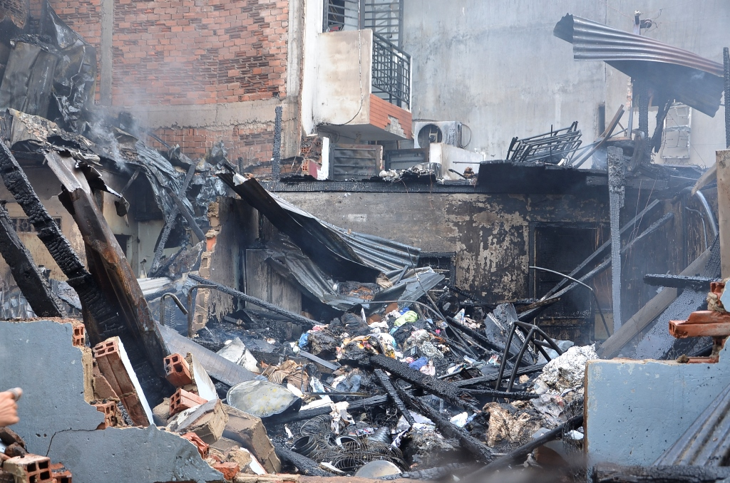 Vụ cháy mới nhất ở TP.HCM khiến 3 căn nhà cháy rụi