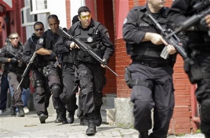 Vụ đấu súng giữa cảnh sát và các băng đảng tội phạm đã khiến ít nhất 11 người thiệt mạng