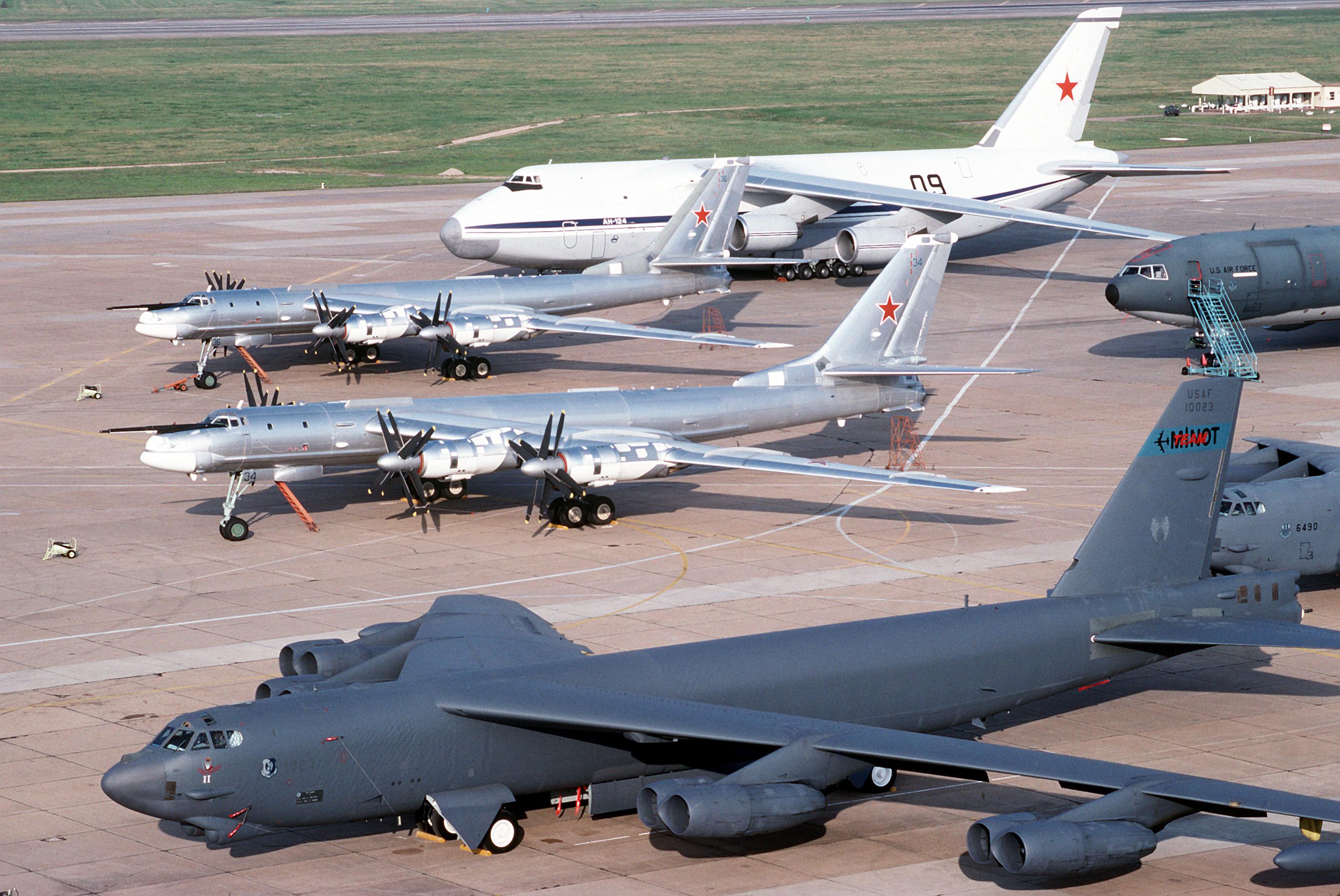 Vũ khí quân sự máy bay ném bom Tu-95 được đánh giá cao trong lực lượng không quân Nga