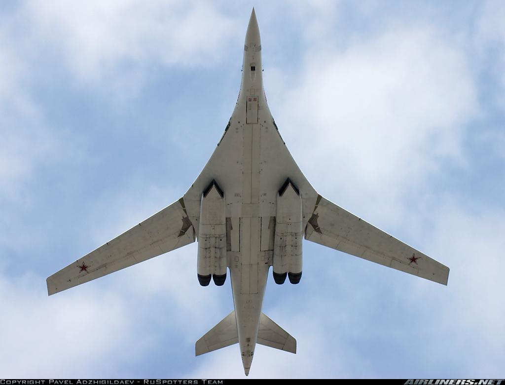 Vũ khí quân sự Tu-160 là máy bay ném bom siêu âm nhanh nhất thế giới