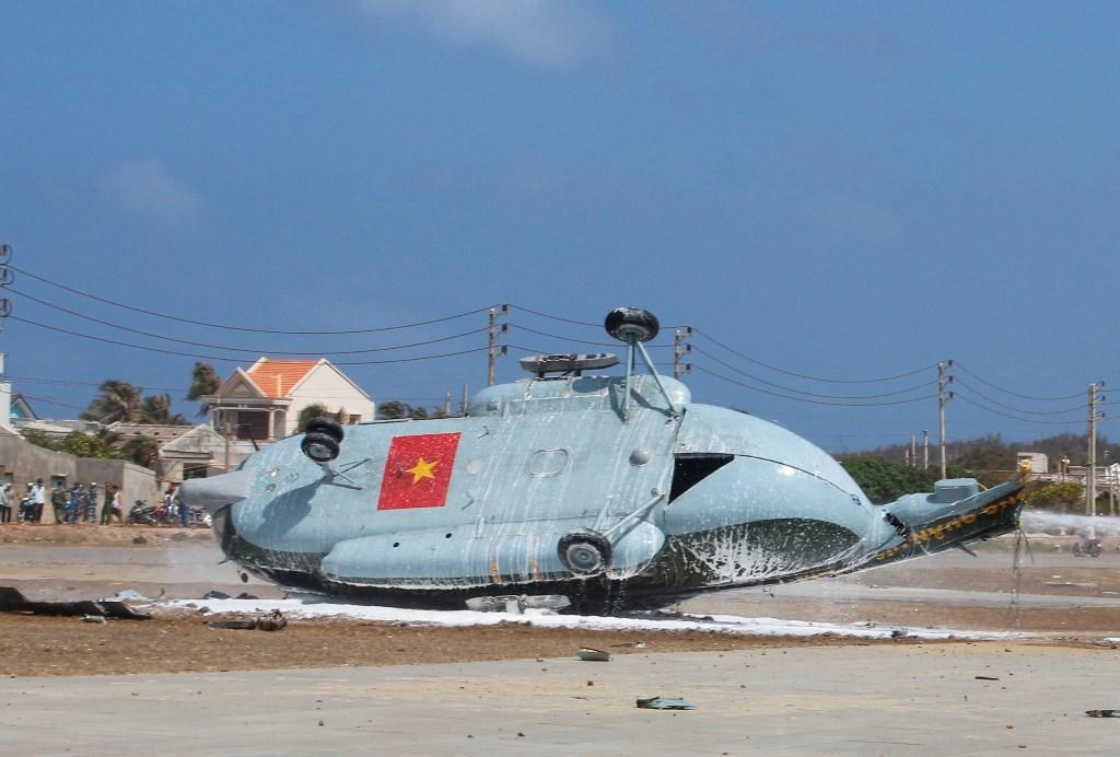 Trực thăng quân sự Mi8 rơi ở đảo Phú Quý không có thiệt hại về người