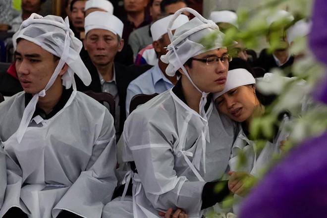 4 chiến sĩ ra đi trong sự thương tiếc của gia đình, đồng đội,