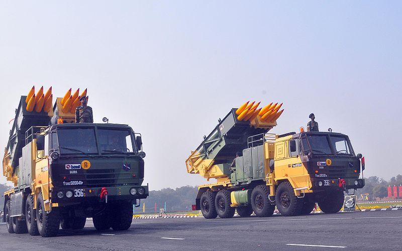 Hệ thống tên lửa phóng loạt MLRS Pinaka là một trong những loại vũ khí quân sự mạnh của Ấn Độ