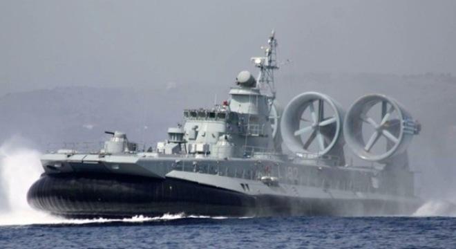 Khả năng chuyên chở vũ khí quân sự và di chuyển linh hoạt làm chiếc tàu đổ bộ này vô cùng hiệu quả