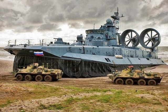 Số lượng vũ khí quân sự tàu đổ bộ đệm khí Zubr có thể chuyên chở rất ấn tượng