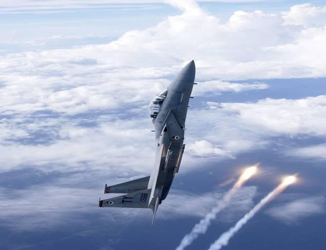 Tiêm kích F-15 nổi tiếng là thứ vũ khí quân sự có thể bay thẳng đứng và có khả năng hoạt động linh hoạt