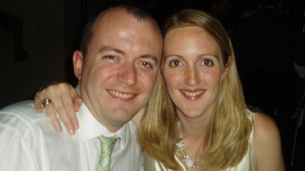 Theo kết quả điều tra, bà Katrina Dawson (bên phải) qua đời do mảnh đạn cảnh sát găm vào mạch máu