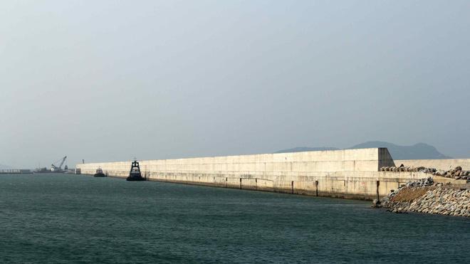 Đê chắn sóng cảng Sơn Dương (Formosa), nơi rất nhiều thợ lặn của nhà thầu Nibelc gặp vấn đề về sức khỏe