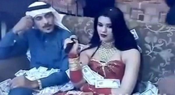 Đại gia Ả Rập và người đẹp trong quán Karaoke