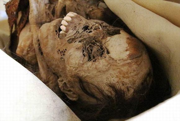 Hàm răng của xác ướp này nhe ra như đang cười khiến nhiều người khiếp sợ