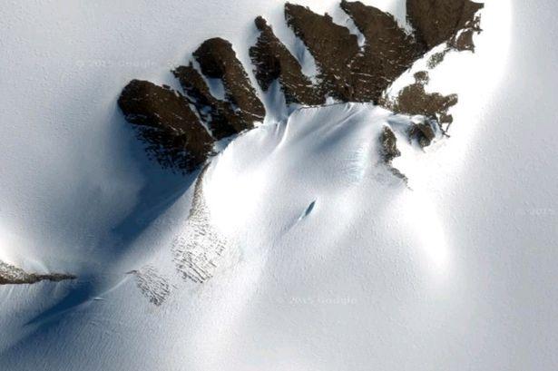 Nhiều người cho rằng vật thể bay không xác định bị chôn vùi ở Nam Cực