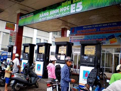Giá cao tương đương giá xăng thường thấy sẽ là rào cản lớn đối với xăng e5 khi ra thị trường
