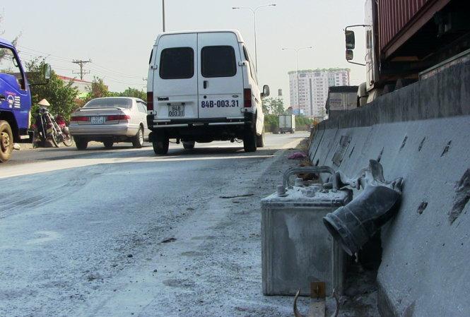Nguyên nhân ban đầu dẫn đến vụ xe khách bốc cháy là do nổ bình ắc quy