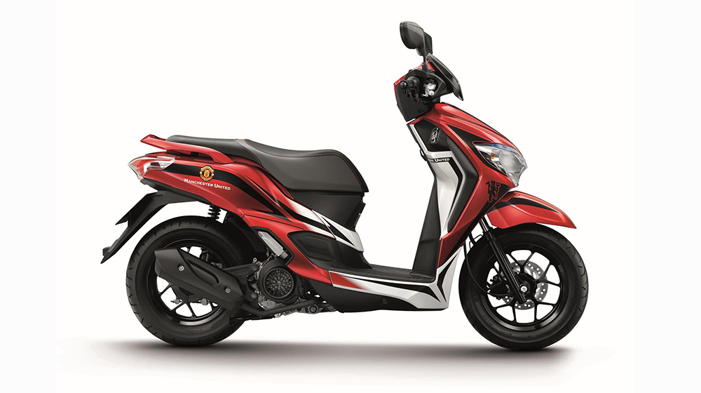 Mẫu xe máy Honda Moove không có thay đổi gì về mặt thiết kế mà chỉ thay 2 bộ tem hoàn toàn mới