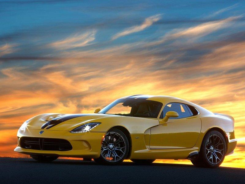 Xe ô tô chạy nhanh nhất thế giới có giá dưới 100k$ - 2013 SRT Viper