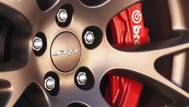 Vành bánh xe bằng nhôm 20-inch với lốp Pirelli P Zero kết hợp hệ thống treo cải tiến tích hợp 3 chế độ