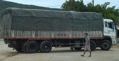 Chiếc xe tải biển số 37C-135.89 do tài xế Đặng Văn Hiếu điều khiển cố tình lao vào xe của cảnh sát giao thông để tháo chạy