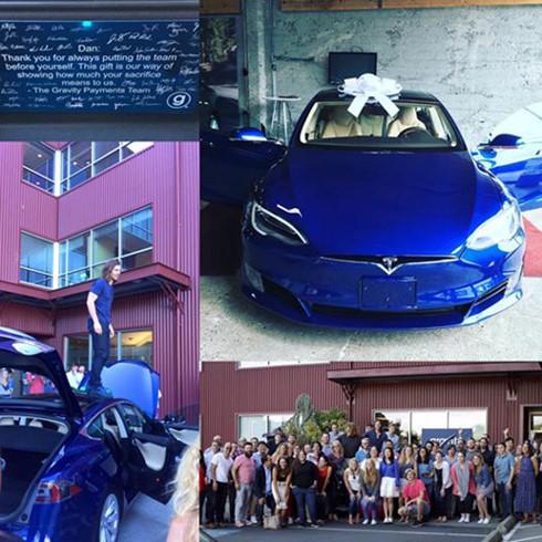 Chiếc xe hơi đời mới của hãng Tesla mà nhân viên công ty Gravity Payments tặng sếp. Ảnh: Business Insider