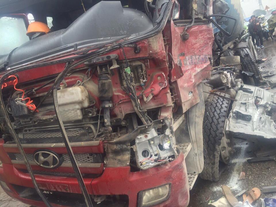 Phần đầu xe chuyên dụng chở xi măng bê-tông biến dạng