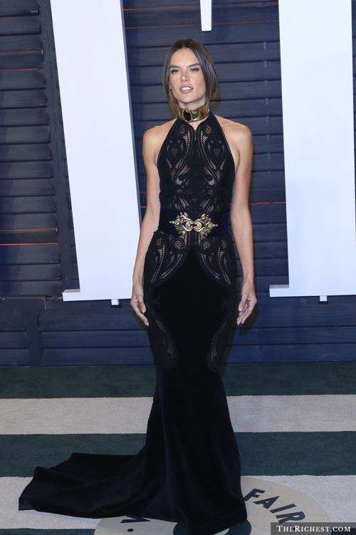 Thiên thần nội y của Victoria Secret, Alessandra đại diện cho vẻ đẹp của Brazil.
