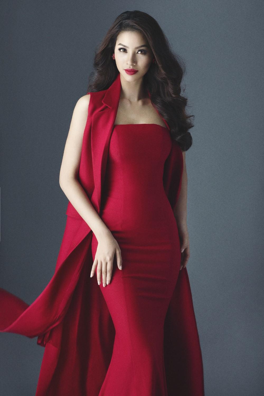 Cùng với sự góp mặt của Phạm Hương còn có sự góp mặt của nhiều mỹ nhân thế giới như Lee Hyori, Chương Tử Di, Jennifer Lawrence...