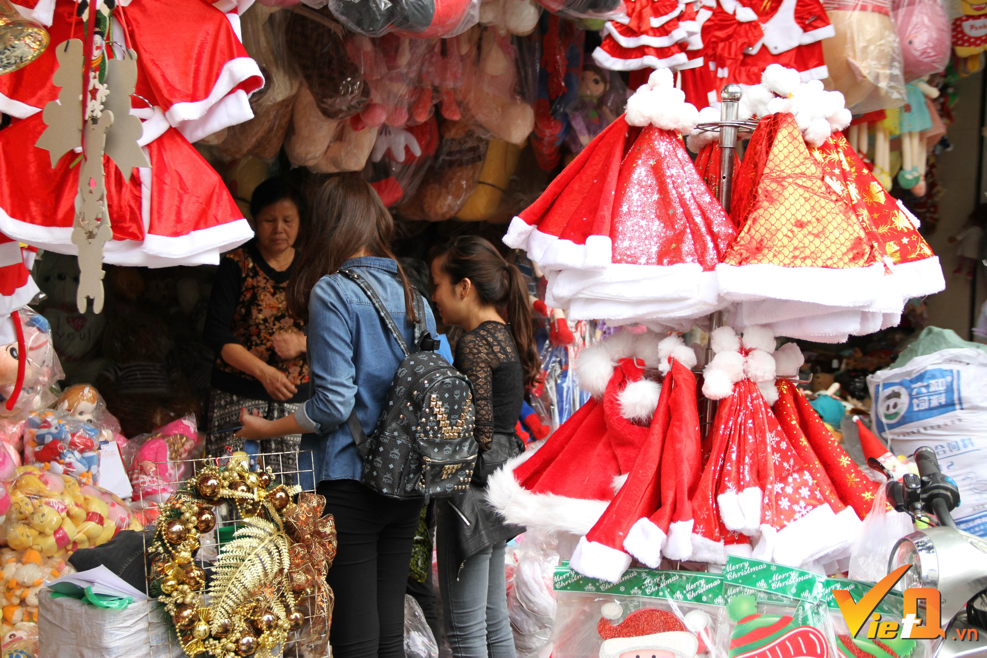 Thị trường hàng hóa Giáng sinh tại Hà Nội đã bắt đầu khởi sắc