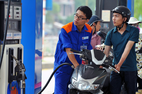 Nóng: Giá xăng giảm từ 15h chiều nay