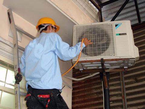 Lắp đặt, bảo dưỡng, sửa chữa điều hòa cần đề phòng mánh 'vặt tiền' của thợ