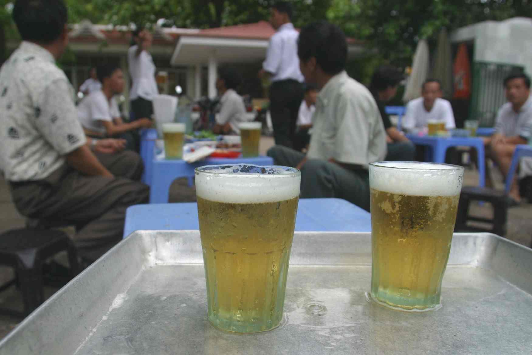 Quán bia ở Hà Nội 'hốt bạc' ngày nắng nóng
