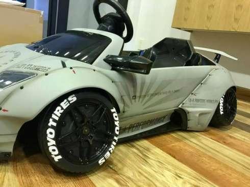 Ngắm siêu xe Lamborghini Murcielago dành cho 'đại gia nhí' giá 64 triệu đồng