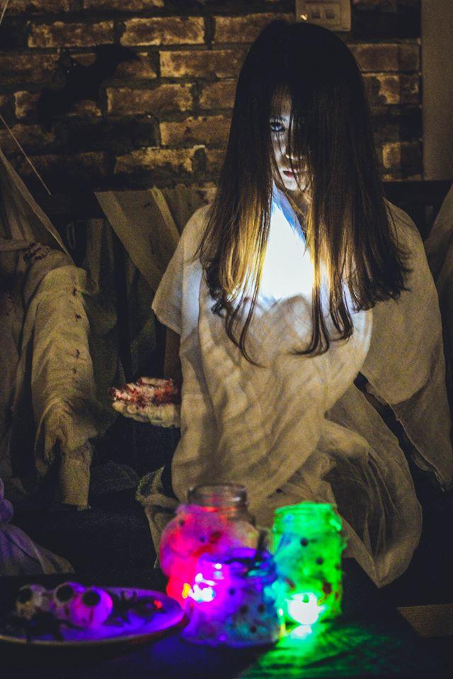 Kiếm bội tiền nhờ trang điểm và cho thuê trang phục kinh dị mùa Halloween