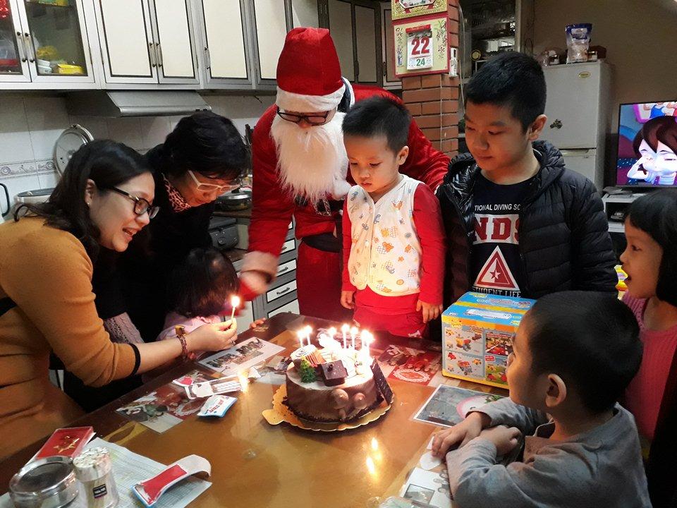 'Cháy' dịch vụ ông già Noel tặng quà