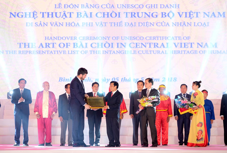 Thủ tướng Nguyễn Xuân Phúc: 'Cái gì thuộc cộng đồng sẽ trả về cho cộng đồng'