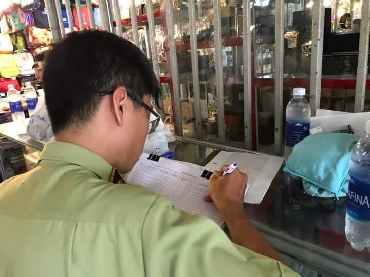 Phát hiện hàng ngàn sản phẩm vi phạm kinh doanh hàng giả tại chợ Bến Thành