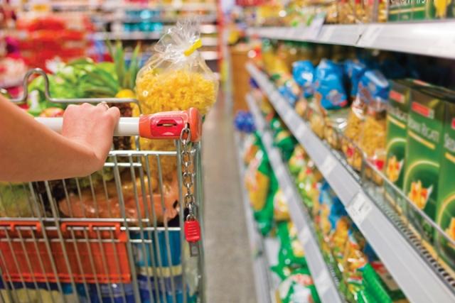Nghị định 74/2018/NĐ-CP sửa đổi, bổ sung điều kiện bảo đảm chất lượng sản phẩm trong sản xuất trước khi đưa ra thị trường. Theo đó, người sản xuất phải thực hiện các yêu cầu về quản lý chất lượng sản phẩm theo quy định tại Điều 28 của Luật Chất lượng sản phẩm, hàng hóa trước khi đưa sản phẩm ra lưu thông trên thị trường, đồng thời có trách nhiệm: a- Bảo đảm sản phẩm an toàn cho người, động vật, thực vật, tài sản, môi trường; b- Tự xác định và thể hiện thông tin để cảnh báo về khả năng gây mất an toàn của sản phẩm; c- Trường hợp sử dụng mã số, mã vạch trên sản phẩm, hàng hóa hoặc bao bì sản phẩm, hàng hóa thì người sản xuất phải tuân thủ theo đúng quy định về sử dụng mã số, mã vạch. Bảo đảm chất lượng hàng hoá nhập khẩu trước khi đưa ra thị trường Nghị định 74/2018/NĐ-CP cũng sửa đổi, bổ sung điều kiện bảo đảm chất lượng hàng hoá nhập khẩu trước khi đưa ra thị trường. Theo đó, đối với sản phẩm, hàng hoá thuộc Danh mục sản phẩm, hàng hóa có khả năng gây mất an toàn (sản phẩm, hàng hoá nhóm 2) nhập khẩu, việc kiểm tra nhà nước về chất lượng hàng hóa được thực hiện thông qua việc xem xét hoạt động công bố hợp quy của người nhập khẩu. Việc công bố hợp quy được quy định chi tiết tại các Quy chuẩn kỹ thuật quốc gia tương ứng theo một trong các biện pháp sau: a) Kết quả tự đánh giá sự phù hợp của tổ chức, cá nhân; b) Kết quả chứng nhận, giám định của tổ chức chứng nhận, tổ chức giám định đã đăng ký hoặc được thừa nhận theo quy định của pháp luật; c) Kết quả chứng nhận, giám định của tổ chức chứng nhận, tổ chức giám định được chỉ định theo quy định của pháp luật. Trường hợp, người nhập khẩu thực hiện đăng ký kiểm tra chất lượng trên Cổng thông tin một cửa quốc gia thì thực hiện đăng ký kiểm tra và trả kết quả kiểm tra chất lượng thông qua Cổng thông tin một cửa quốc gia.  Nghị định 74/2018/NĐ-CP cũng quy định cụ thể các sản phẩm, hàng hóa nhóm 2 được miễn kiểm tra chất lượng khi nhập khẩu gồm: 1- Hành lý của người nhập cảnh, tài sản di chuyển của tổ chức, cá nhân trong định 