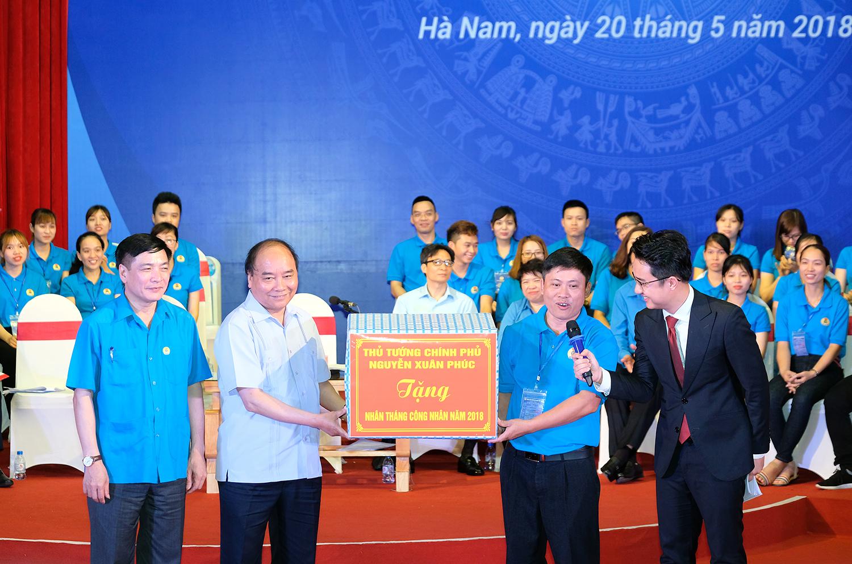 Thủ tướng: Thành công của đất nước không thể không có vai trò của công nhân
