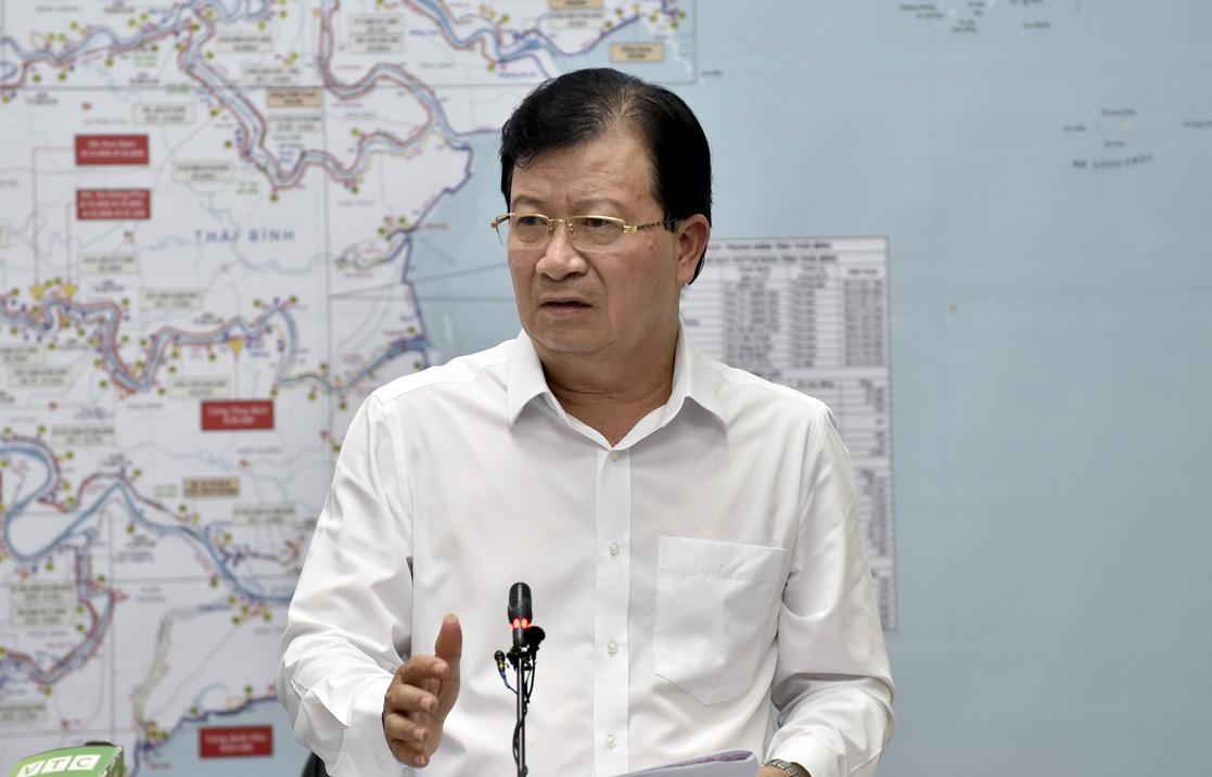 Phó Thủ tướng Trịnh Đình Dũng chỉ đạo đối phó với hai áp thấp nhiệt đới trên biển Đông