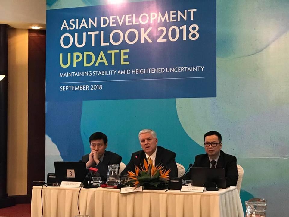 ADB hạ dự báo tăng trưởng kinh tế của Việt Nam năm 2018 chỉ còn 6,8%