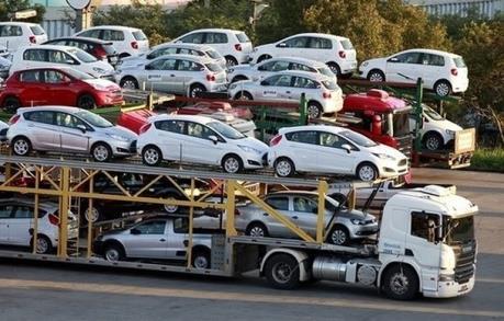 Tháng 10, ô tô 9 chỗ nhập khẩu về Việt Nam tăng đột biến