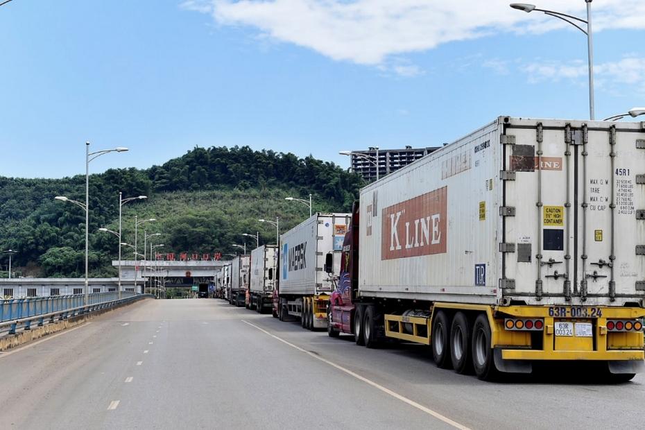 Hơn 350 xe hàng đang chờ thông quan: Bộ Nông nghiệp và Công Thương lên tiếng