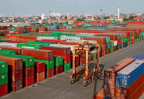 Đã tái xuất 25 cotainer phế liệu tồn tại cảng Cát Lái